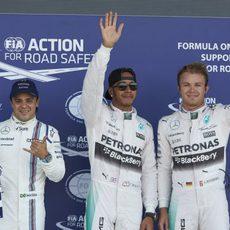 Los tres más rápidos en la clasificación de Silverstone saludan a la prensa