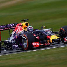 Ricciardo llevando su Red Bull al límite