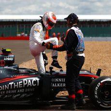 Jenson Button abandona en la primera vuelta