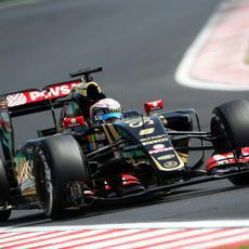 Romain Grosjean pilotando durante la segunda sesión
