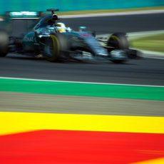 Lewis Hamilton avanza rápido con el W06 Hybrid