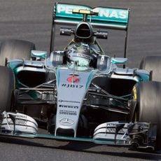 Nico Rosberg sufrió con el subviraje y sobreviraje del coche