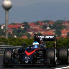 Fernando Alonso pilota sin sufrir ningún problema