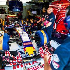 Max Verstappen a punto de salir a rodar