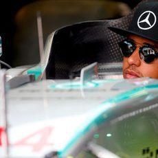 Lewis Hamilton prueba su asiento para el fin de semana