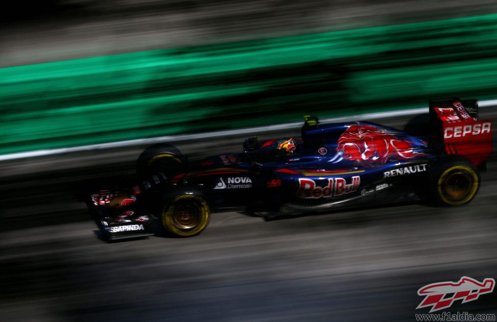 Carlos Sainz exprime su STR10 en el trazado de Spa