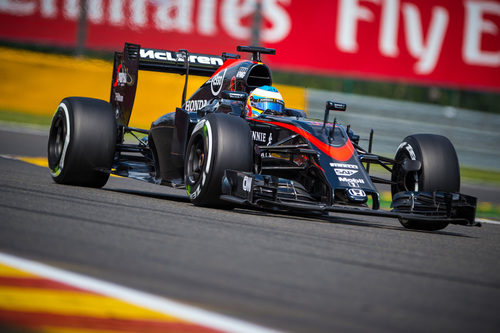 Fernando Alonso intenta mejorar sus tiempos