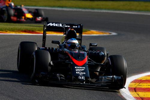 Fernando Alonso termina 16º en la FP1 del GP de Bélgica 2015