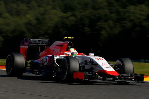 Roberto Merhi probando algunos avances
