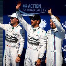 Hamilton, Bottas y Rosberg saludan a los fans en Spa