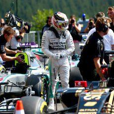 Lewis Hamilton finaliza la clasificación con la pole