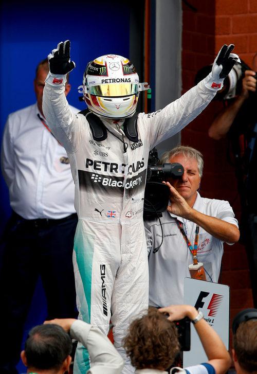 Lewis Hamilton celebra su victoria