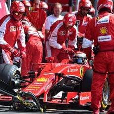 Sebastian Vettel realizando su parada