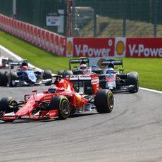 Kimi Raikkonen escala 9 posiciones
