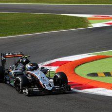 Primera chicane de Monza para Sergio Pérez