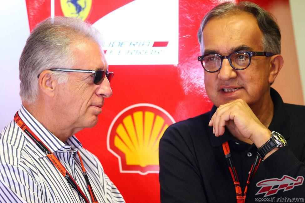 Piero Ferrari y Sergio Marchionne, atentos en Ferrari