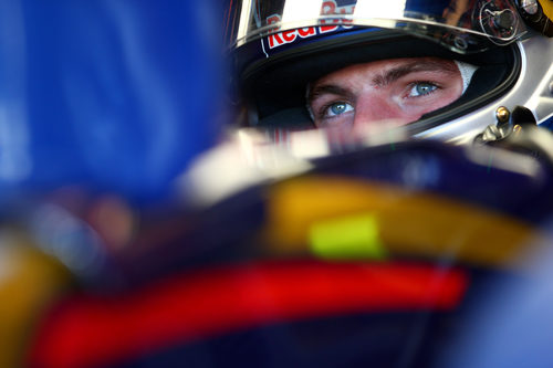 Max Verstappen concentrado en su coche