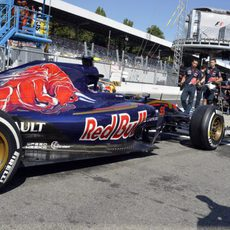 Carlos Sainz volviendo al garaje en los L3