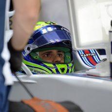 Felipe Massa vigilando los tiempos