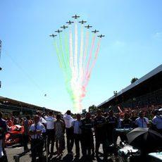 Bandera de Italia en el cielo