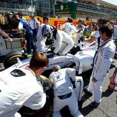 Valtteri Bottas en la parrilla antes de tomar la salida