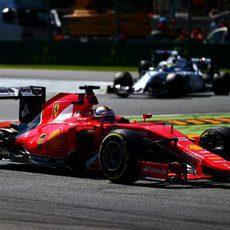 Sebastian Vettel rueda en segunda posición