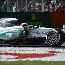 Lewis Hamilton exprime al máximo los medios