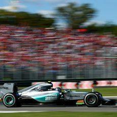 Nico Rosberg rueda con neumáticos medios