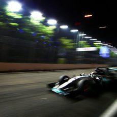 Lewis Hamilton, por detrás de Nico Rosberg