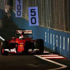 Sebastian Vettel a punto de rozar el muro