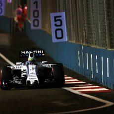 Felipe Massa acercándose a los muros del circuito