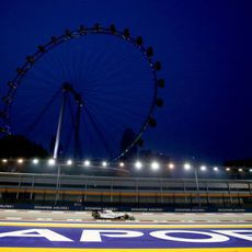 Felipe Massa rodando en la noche de Singapur