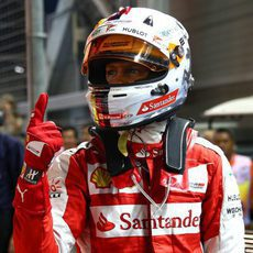 Sebastian Vettel enseña de nuevo su dedo victorioso