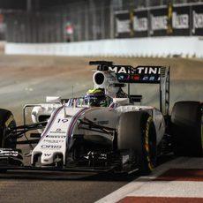 Felipe Massa apurando la trazada