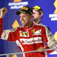 Victoria de Sebastian Vettel en Singapur