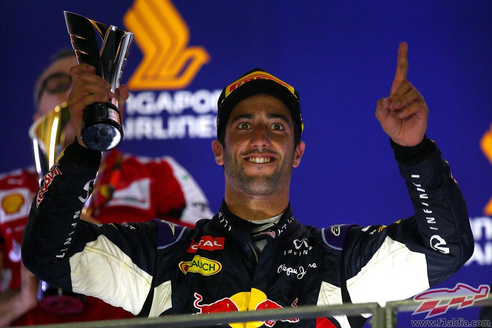 Daniel Ricciardo firma el segundo puesto en Marina Bay