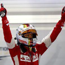 Sebastian Vettel vuelve a lo alto al ganar en Marina Bay