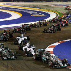 Los Mercedes no progresan en la salida del GP de Singapur