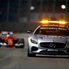 Sebastian Vettel tras el coche de seguridad