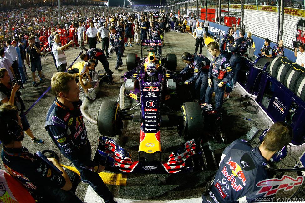 Daniel Ricciardo en la parrilla antes de la carrera