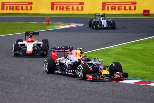 Alexander Rossi sigue a Daniel Ricciardo