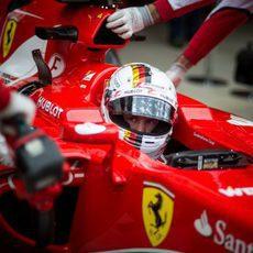 Sebastian Vettel volviendo a su garaje