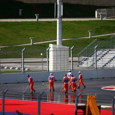 Trabajos de limpieza en la pista de Sochi
