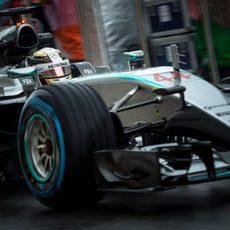 Lewis Hamilton salta a pista con el compuesto de lluvia extrema