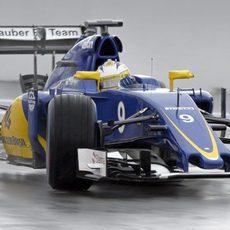 Marcus Ericsson rueda con neumáticos de lluvia extrema