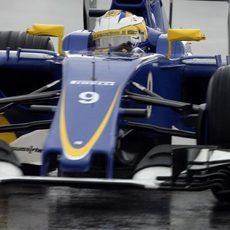 Marcus Ericsson prueba sensaciones en condiciones de mojado