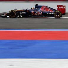 Max Verstappen rueda con el neumático 'prime'