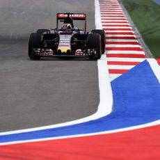 Max Verstappen exprime su STR10 en Sochi
