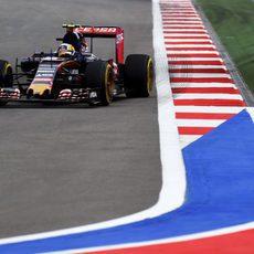 Carlos Sainz completa sus primeras vueltas en Sochi