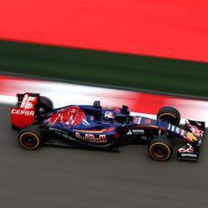 Max Verstappen rinde fantásticamente en Sochi